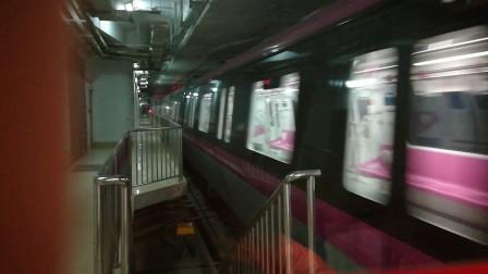 南京地铁s3号线进南京南站。