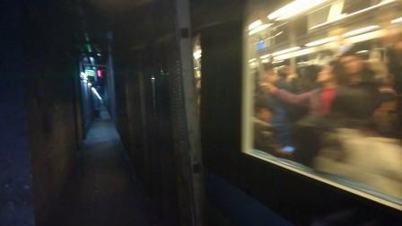 南京地铁一号线(041042)出南京南站。