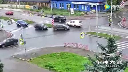 [003_00311][tudou]为什么左转一定要让直行,原来后果如此惨重!