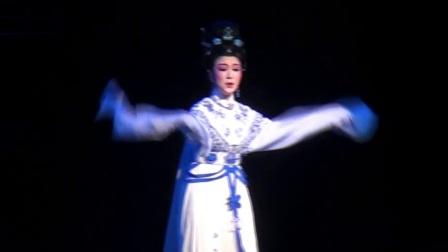 2011-12-20之一弯冷月照宫墙--张永梅