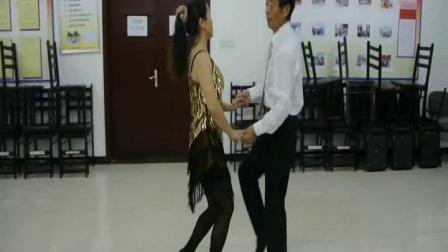 夏,黎居委活动室跳二套北京水兵舞