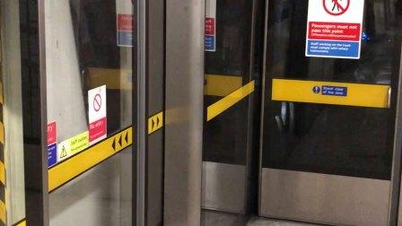 伦敦地铁银禧线滑铁卢出站