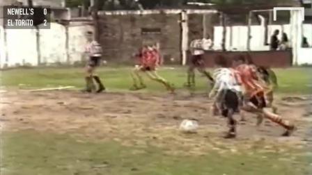 12岁的梅西(纽维尔老男孩白色10号)完整比赛视频 -1999年