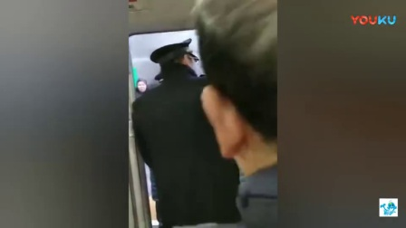 愤怒- 女子无视法律无视安全堵住高铁车门3分钟!