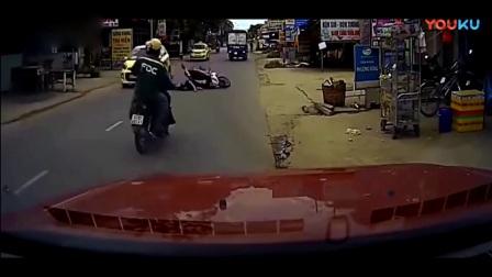 奥迪等红灯堵住消防车不敢避让, 最后还是得吃罚单