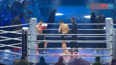 邱建良血洒擂台双方对打激烈, 绝地反击侧踹KO对手!
