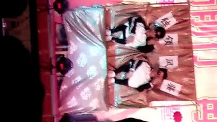 广东省雷州市附城中学44周年校庆晚会高三10班节目《独领风骚》小人舞