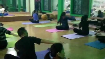 濮院豪杰健身房瑜伽