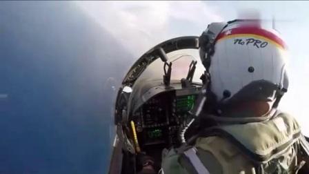 战斗机里放摄像头,飞行员高超技术降落航母