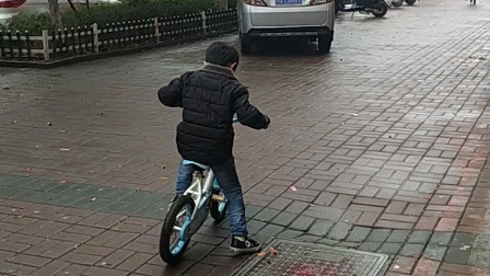张继宇风雨无阻联系自行车