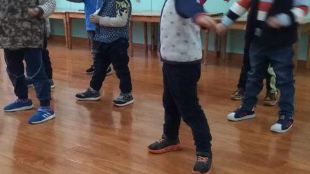 幼儿园练习跆拳道