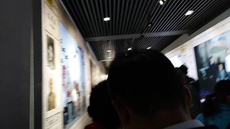 参观南京大屠杀纪念馆。