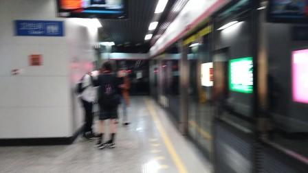 南京地铁二号线(071072)出云锦路站,(039040)进云锦路站。