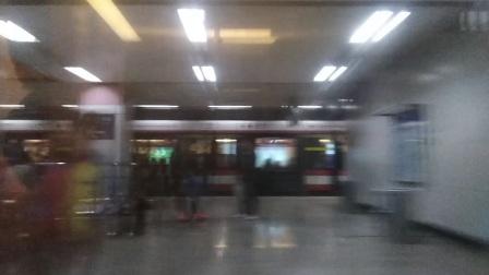 南京地铁二号线(039040)出大行宫站。