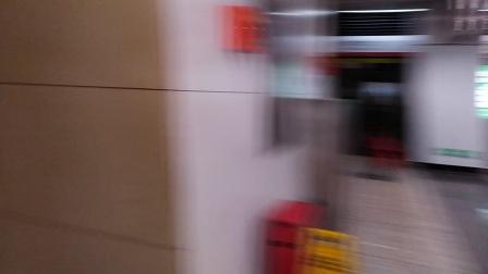 南京地铁二号线(未知牌号)、(015016)进兴隆大街站。
