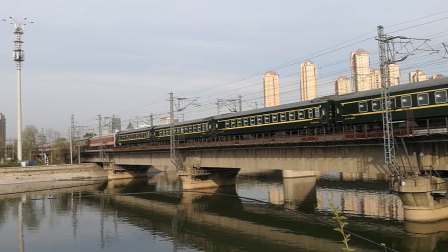 K257次通过京沪线海河特大桥