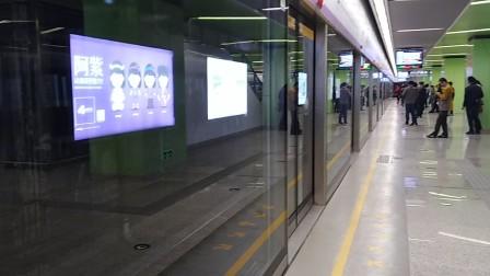 南京地铁s3号线(021022)进油坊桥站。