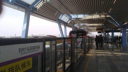 南京地铁s3号线(027028)进刘村站。
