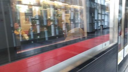 南京地铁二号线(071072)出油坊桥站。
