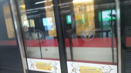 南京地铁二号线(063064)出兴隆大街站。