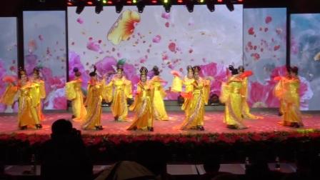 黄石市风采时装舞蹈队表演:《我爱你中国》编导老师(包萍)🌹