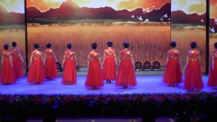大冶市模特委员会新雅艺术团表演:《花开中国》编导老师:(万学彩)🌹