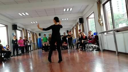 新疆舞:欢乐地跳吧(正面)
