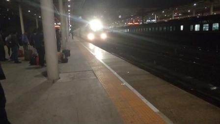 客车K257本务HXD3C0041天津-成都