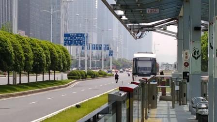 南京河西有轨电车进奥体东站。