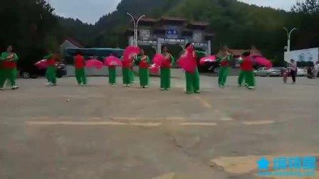 龙川县舞蹈协会在霍山景区举行广场舞展演