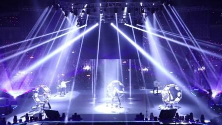 广州鼓舞倾城艺术团 《唯品会》20周年 花式炫鼓加镜片舞 演出