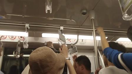 (延迟)南京地铁二号线(055056)到达新街口站。