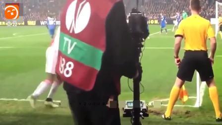 那些足球赛场上的不堪回首的镜头  2