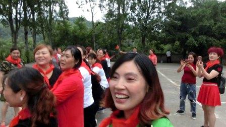 """南岸休闲舞蹈队150余人庆""""六、一"""""""