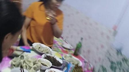 热闹吃饺子!!!阿龙的个人视频