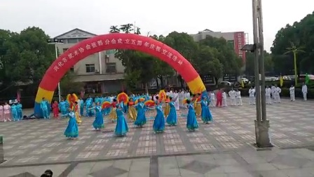 张郭全民健身舞蹈队表演舞蹈我爱你中国
