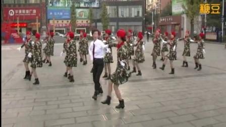 现代广场舞《乌兰山下一朵花》 双人舞