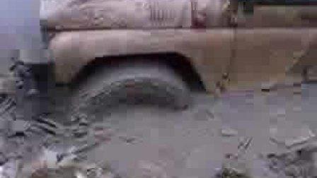 泥潭中的狂野俄国军车