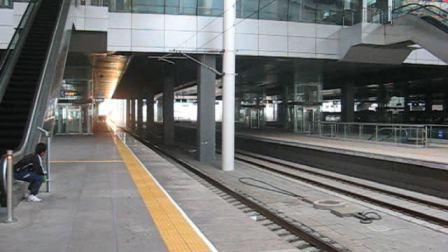 4401次正点到达天津站进七站台