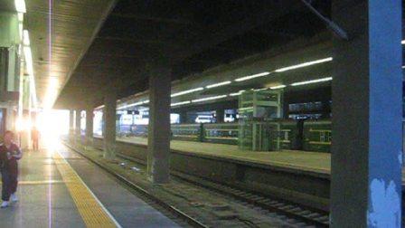 K27正点到达天津站进五站台