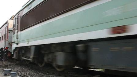 客车K615次落坡岭通过