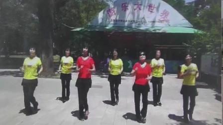 沈北新区喜洋洋广场舞-美美哒-三个视频合拼.mp4