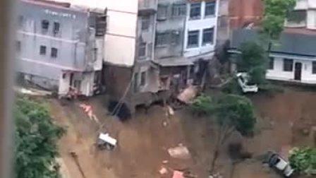雨水太大,导致房屋倒塌,大吓人了