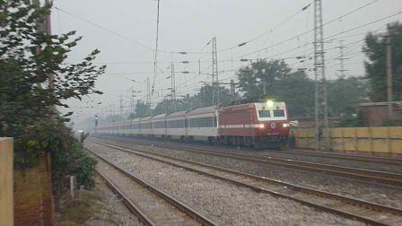 """韶山7E""""美女""""牵引T75快速通过邢台站南"""
