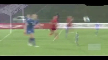 中国女足姑娘王霜的这个神级停球加晃动过人, 流水线操作太强大!