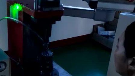 力禾接触器自动送料铆接机