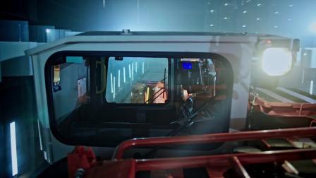 """山特维克铲运机穿越""""玻璃迷宫"""""""
