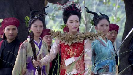 陶晋看到小倩活着喜出望外,没想到小倩却拿着刀逼问他,到底是谁害狐族