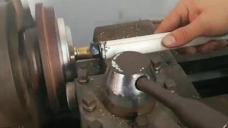 双金属温度计上盖圈滚边过程
