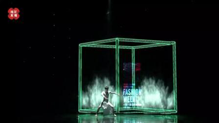 人屏科技秀《一带一路》科技感爆棚,向观众展示了科技的强大力量 一带一路时装周 20190113